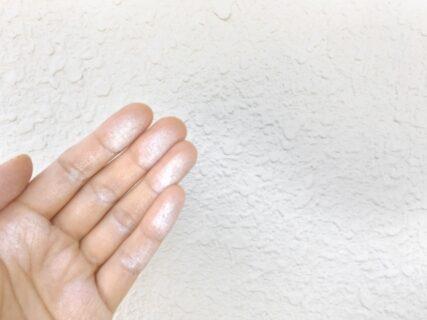 外壁塗り替えの時期の目安はどのくらい?新築と塗装済みの住宅のケースをチェック